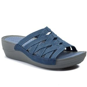 Bare traps wedge sandals
